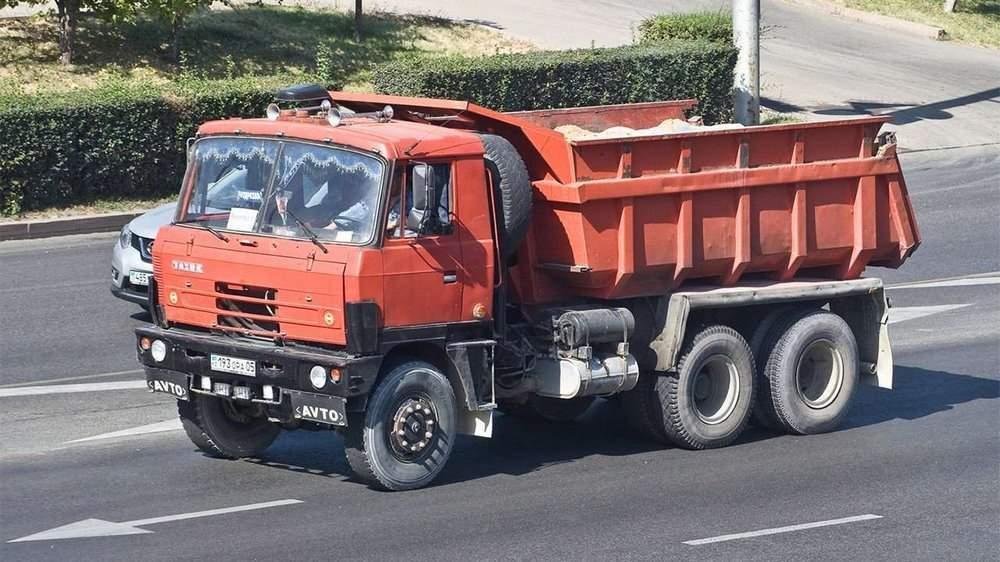 Tatra T815 на дороге